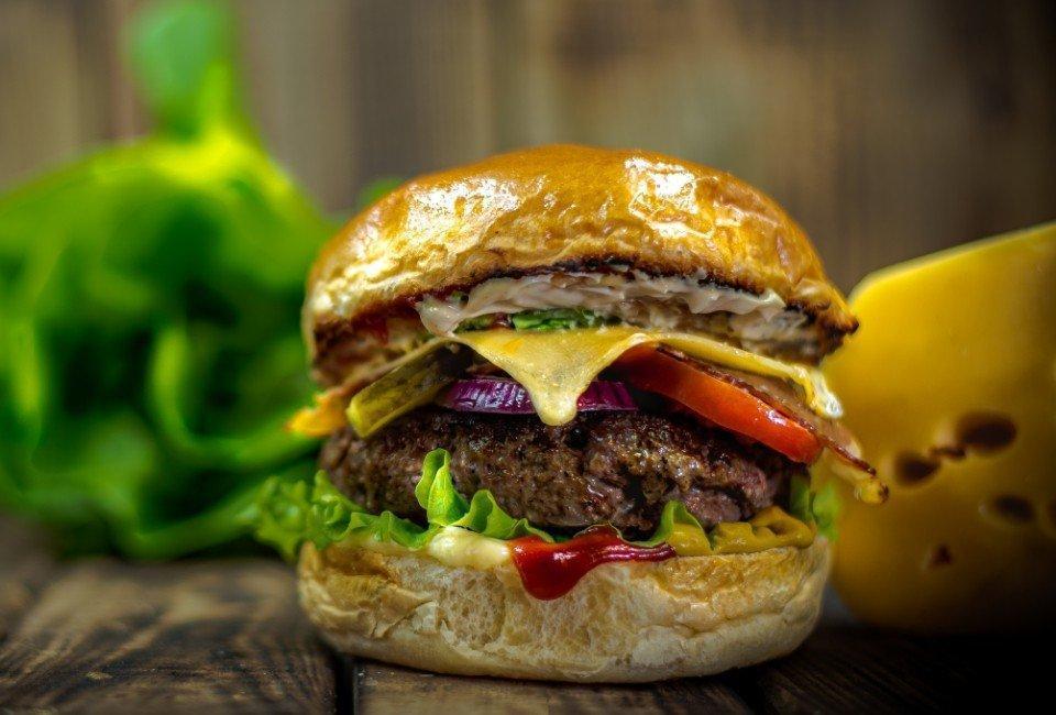 Burger isałata